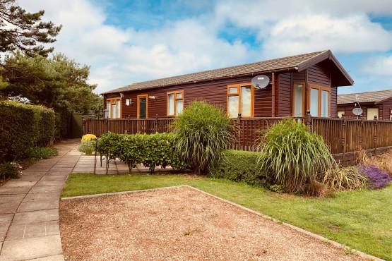 Advent Saffron Lodge  Paddock 4 Image 2