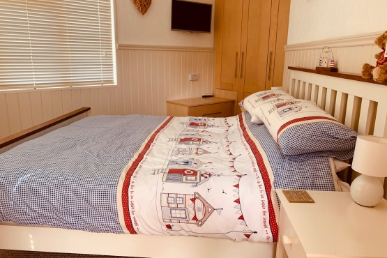 Advent Saffron Lodge  Paddock 4 Image 5